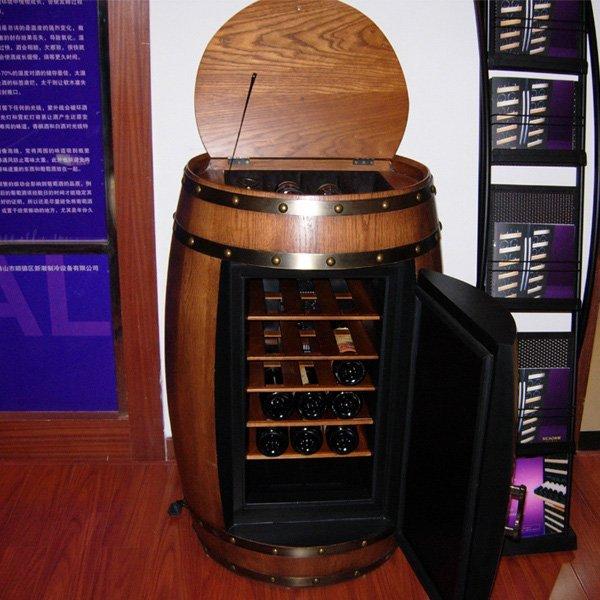 cantina in una botte di legno