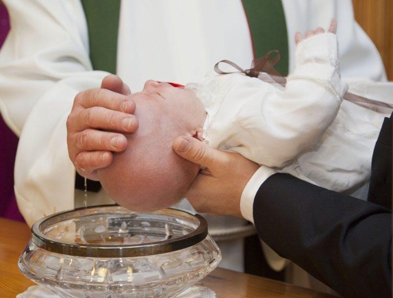 que faire graver sur une medaille de baptême